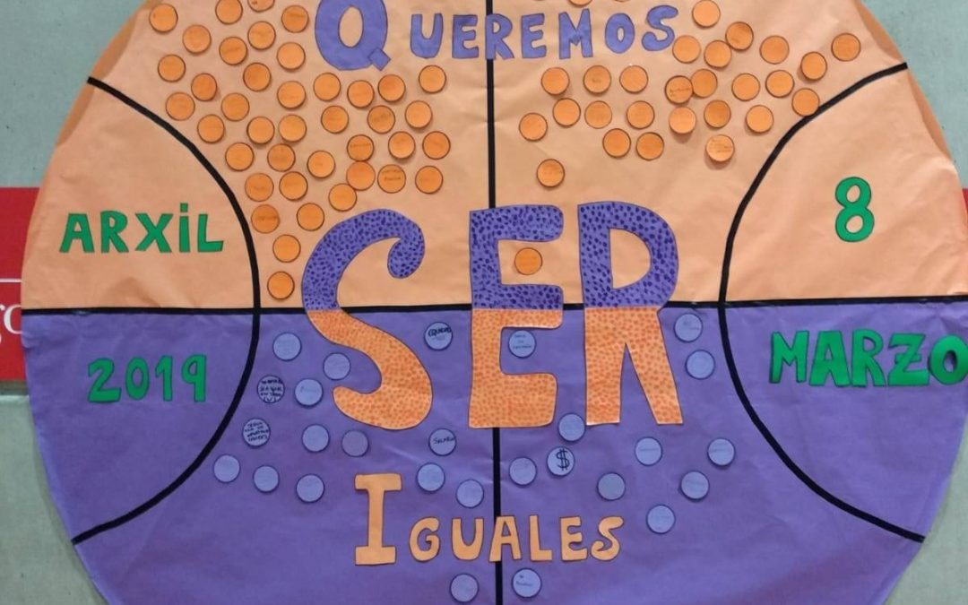 """El Club Baloncesto Arxil realiza un mural bajo el lema """"queremos ser iguales"""""""