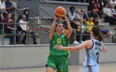 Un tiro libre de María Lago salva os mobles ao Arxil en Avilés (50-51)