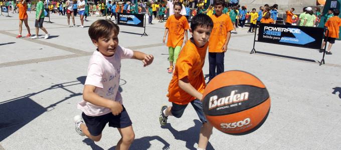 El baloncesto invade Montero Ríos con el 3×3 escolar del Arxil